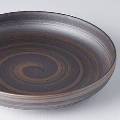 RECYCLED SMOKE GLAZE plate with high rim cm. Plate with 22 cm diameter and high rim in interesting matt brown color with copper swirl pattern. Green Plates, White Plates, Matt Brown, Food Stands, Swirl Pattern, Creative Food, Glaze, Recycling, Bronze