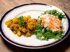 Kryddris med ugnsstekt lax och yoghurtsås   Recept från Köket.se