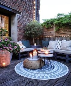 Coffee table in favor of the interior - balcony design, You are in the right place about patio pequeos Here. Apartment Backyard Concrete Covered Design Farmhouse Floor Furniture Garden Lights On A Budget Pavers Plants Small Stone With Fire Pit Diy Patio, Backyard Patio, Backyard Landscaping, Backyard Ideas, Terrace Ideas, Landscaping Ideas, Cosy Garden Ideas, New Build Garden Ideas, Garden Ideas For Small Spaces