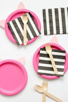 Black And White Birthday Party Idea With A Pop Of Pink Cat Themed Parties