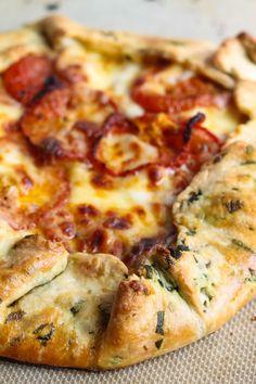 Tomato Mozzarella Galette with Basil-Flecked Crust Italian Recipes, New Recipes, Vegetarian Recipes, Cooking Recipes, Favorite Recipes, Skillet Recipes, Cooking Tools, Pizza Recipes, Vegetarian