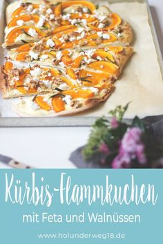 Crispy tarte flambée with pumpkin: This pumpkin tarte flambee with feta, walnuts and rosemary on crispy yeast dough is a quick and easy vegetarian recipe. The Hokkaido pumpkin gives the vegetarian tar Vegetarian Recipes Easy, Clean Eating Recipes, Veggie Recipes, Soup Recipes, Chicken Recipes, Healthy Recipes, Beginner Vegetarian, Quick Recipes, Pumpkin Tarts