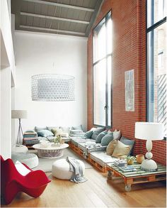 Pallet Floor Seating Loft Decorado, Furniture Making, Diy Furniture, Palette Furniture, Furniture Design, Modern Furniture, Apartment Furniture, Sofa Design, Palette Couch