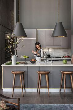 Ways To Style Grey Kitchen Cabinets - Grey kitchens will never go out of st. Ways To Style Grey Kitchen Cabinets - Grey kitchens will never go out of style. These photos of kitchens with gray cabinets will insp - Grey Kitchen Designs, Kitchen Room Design, Kitchen Cabinet Design, Home Decor Kitchen, Interior Design Kitchen, New Kitchen, Kitchen Ideas, Kitchen Trends, Kitchen Colors