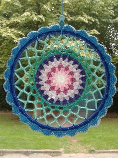 Mandala gehaakt Crochet World, Diy Crochet, Crochet Crafts, Crochet Doilies, Crochet Flowers, Crochet Projects, Doily Patterns, Crochet Patterns, Crochet Mandela