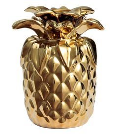 Ceramic candlestick in the shape of a pineapple. Diameter approx. 7 cm, height approx. 10 cm.