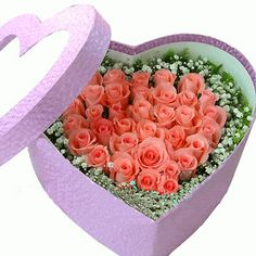 Valentines Designer's Choice: Lovely Peach Roses in a heart shape box. Unique Flower Arrangements, Unique Flowers, Amazing Flowers, Send Flowers, Box Roses, Rosa Rose, Valentines Flowers, Diy Bouquet, Flowers Online
