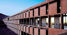 Hotel ESO, em Cerro Paranal, Chile. Projeto do escritório Auer Weber Architects #arquitetura #arte #art #artlover #design #architecturelover #instagood #instacool #instadesign #instadaily #projetocompartilhar #shareproject #davidguerra #arquiteturadavidguerra #arquiteturaedesign #instabestu #decor #architect #criative #photo #decoracion #concreto #afeto #auerweber #chile