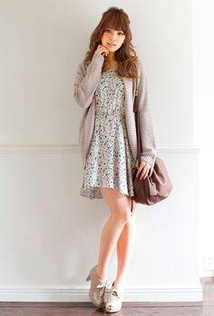 花柄ワンピースにざっくりカーディガン♪ 花柄フェミニン スタイル ファッション コーデ♡