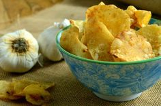 Appetizers for Your New Year's Eve Party Garlic Parmesan Potatoes, Cheesy Potatoes, Roasted Potatoes, Kettle Chips, Healthy Homemade Snacks, Breakfast Potatoes, Potato Chips, Finger Foods, Potato Salad
