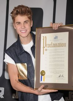 "Justin Bieber Receives Proclamation declaring June 19 ""Justin Bieber Day""yay we have one day just for Justin bieber I love you"