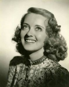 On old excellent portraot of great the actrees #BetteDavis it is She a Star of classic #Hollywood ...