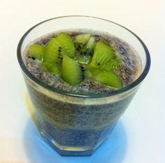 Zdravá pochúťka - chia puding Chia Puding, Kiwi, Acai Bowl, Breakfast, Food, Meal, Eten, Meals, Morning Breakfast