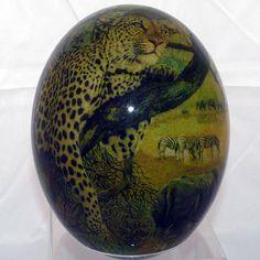 Наименование: Декоративное страусиное яйцо Производитель: Haus & Design Страна: Германия Артикул: TA8 Материал: Страусиное яйцо, роспись, лак Размеры: Высота: 16 см.