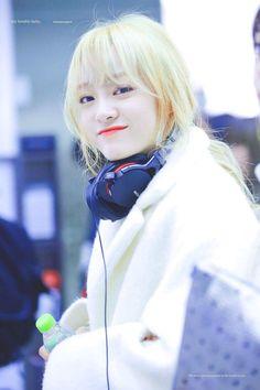 She look like she came out of a fantasy novel Kpop Girl Groups, Korean Girl Groups, Kpop Girls, Kim Sejeong, Ulzzang Korean Girl, Jellyfish Entertainment, K Pop Star, Girls World, Ioi