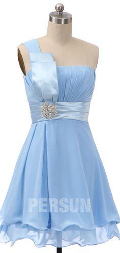 robe bleu pastel courte asymétrique orné de strass pour mariage Bustier, Formal Dresses, Fashion, Bun Hair, Party Dress, Outfits, Vestidos, Pastel Blue Dress, Pink Prom Dresses