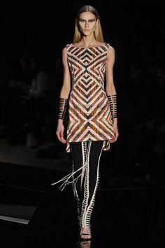 moda-indigena-Tufi-Duek-2012