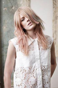 Matte Haarfarben bilden dagegen einen ordentlichen Kontrast zu all den Karamell- und Rottönen, die 2014 angesagt sind. Hier sehen…