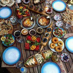 Ege Kahvaltısı Bazlama Kahvaltı Çeşme / İzmir Nişantaşı / İstanbul ☎️ 0531-833 9199 Mekanın 2 Kişilik Ortalama Fiyatı: 80TL Turkish Breakfast, Breakfast Ideas, Great Recipes, Istanbul, Bakery, Shots, Cooking, Table, Food