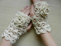 SALENatural beige hand crochet fingerless gloves with flower / autumn fashion