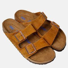 Arizona SFB sandaler fra Birkenstock. - Orginal fotsåle av kork og naturlatex-blandning, som støttes opp av jute. - Anatomisk oppbygget sandal som gir foten støtte og sprer vekten på hele fotens overflate. Materiale: Overdel: Skinn. Såle: Kork,