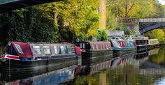 Discover Houseboats of Regents Canal in London, England: A community of artists and entrepreneurs seeks a simpler life on London's waterways. Beautiful London, Most Beautiful Cities, Canal Boats England, Regents Canal, London Now, Living On A Boat, London Tours, London Pictures, Floating House