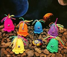 6 KNITTED EASTER CREME, CREAM EGG ALIEN COVERS, COVER hand knitted/crocheted