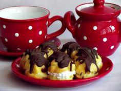 CAIETUL CU RETETE: Minieclere cu frisca si crema de vanilie
