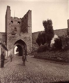 The Northern gate in the medieval city wall of Visby. The Hanseatic town of Visby is today a UNESCO World Heritage. Sweden Places To Visit, Sweden Travel, Beautiful Islands, Vintage Photography, Old Pictures, Mount Rushmore, Vacation, World, Castles