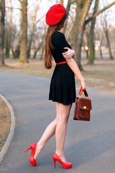 french style, black dress with russian red heels, belt, beret and sactual - so simple yet so SO striking - LOVE IT!