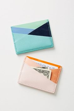 Creating DIY Fashion Trends – Designer Fashion Tips Diy Wallet Tutorial, Leather Bag Tutorial, Minimalist Leather Wallet, Leather Card Wallet, Diy Leather Card Holder, Wallet Pattern, Leather Projects, Leather Accessories, Leather Craft