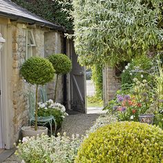 Garden with Cotswold stone walls and cottage planting | Garden design | 25 Beautiful Homes | Housetohome.co.uk