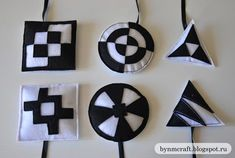 Black and white mobile of felt for newborn daughter :: With a smile on your face!