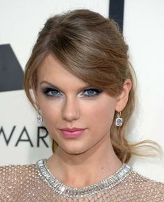 Grammys Red Carpet 2014: Celebrity Hair and Makeup- Taylor Swift typically goes for a red lip and curls, so we were happy to see the singer switch things up a bit with a ladylike ponytail and a smokey eye.