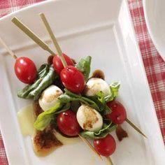 Caprese Salad Skewer #salat #tomato #mozzarella #basilikum #appetizer #forrett