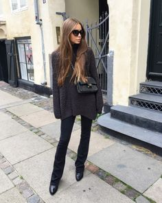 Knit from BZR (similar here), Jeans from 2nd One (here), Boots from Gardenia (here), Bag from Chanel and Sunglasses from Prada (here)