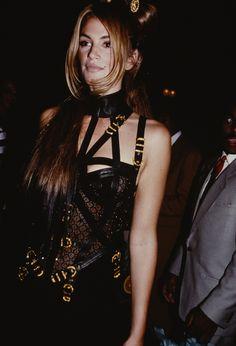 Cindy Crawford à une soirée chez Gianni Versace à New York en 1992