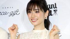 泉里香:レース×プリーツの白ワンピ姿でエレガントに スマホで写真を撮るコツも語る - Yahoo! BEAUTY