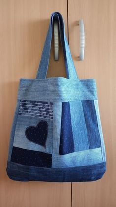 Sewing Jeans Bag Denim Crafts Ideas Source by Denim Handbags, Denim Tote Bags, Denim Purse, Denim Skirt, Denim Bag Patterns, Bag Patterns To Sew, Sewing Patterns, Jean Crafts, Denim Crafts
