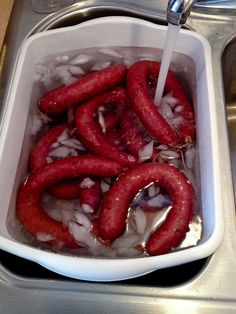 I set out to re-create the beef sausages made in the famous Lockhart, TX BBQ establishments like. I set out to re-create the beef sausages made in the famous Lockhart, TX BBQ establishments like. Homemade Sausage Recipes, Meat Recipes, Cooking Recipes, Texas Beef Sausage Recipe, Salami Recipes, Kielbasa, Charcuterie, Home Made Sausage, How To Make Sausage