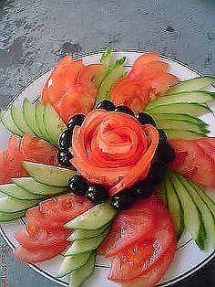 New fruit party decorations veggie platters ideas Fruit Decorations, Food Decoration, Food Design, Veggie Art, Veggie Food, Veggie Platters, Party Platters, Creative Food Art, Easy Food Art