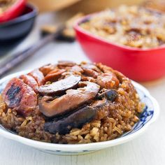 Make Lo Mai Gai (Steamed Glutinous Rice with Chicken), a classic dim sum dish at home with detailed video and step-by-step pictorial instructions. Chicken Roti, Braised Chicken, Cooking Wine, Asian Cooking, Malaysian Food, Malaysian Recipes, Eastern Cuisine, Glutinous Rice, Rice Cakes