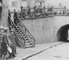 Brama zasrana, 1941-42