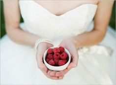 bride-with-fruit