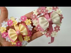 Crochet Hair Accessories, Crochet Hair Styles, Diy Leather Bows, Ribbon Headbands, Diy Crafts For Gifts, Diy Hair Bows, Baby Bows, How To Make Bows, Diy Hairstyles