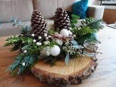 Bilderesultat for kerststukken modern Christmas Wood, Simple Christmas, Winter Christmas, Christmas Time, Christmas Wreaths, Christmas Ornaments, Christmas Tablescapes, Christmas Centerpieces, Xmas Decorations