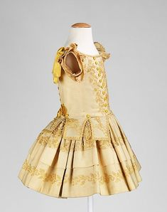 Child's dress circa 1855. (With acknowledgement to http://www.metmuseum.org/)