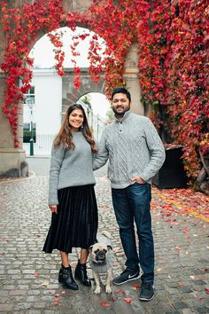 family couple pet dog pug autumn London Hyde park Kensington gardens photo shoot fall (6)