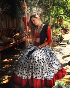 31 New Navratri Chaniya Choli Designs to Try in 2017 - LooksGud.in Red & White Sparrow Printed Navratri Chaniya Choli Choli Blouse Design, Choli Designs, Lehenga Designs, Blouse Designs, Indian Skirt, Indian Dresses, Indian Outfits, Pakistani Outfits, Indian Clothes