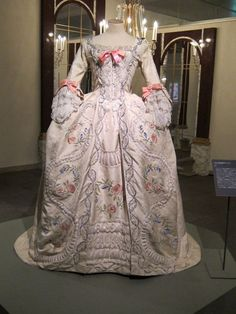 A costume worn by Jane Seymour as Marie Antoinette in La Revolution Francaise, currently displayed in a Marie Antoinette exhibition in Japan. (This gown was also featured in Marie Antoinette: The Last Queen of France and Marie Antoinette: La veritable histoire.)    image source: 猫アリーナ